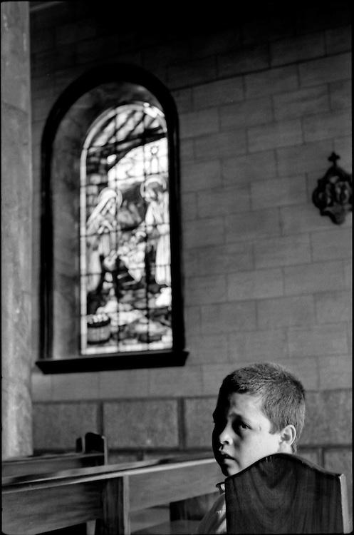 NI—OS DE PORAI - Homenaje a Mariano Diaz.Photography by Aaron Sosa.Bailadores, Estado Merida - Venezuela 2000.(Copyright © Aaron Sosa)