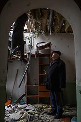 Ukraina<br /> <br /> Vladimir har kommit f&ouml;r att inspektera sitt hus i Spartak utanf&ouml;r Donetsk. Han och hans familj flydde n&auml;r kriget b&ouml;rjade.<br /> <br /> <br /> Photo: Niclas Hammarstr&ouml;m