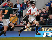 Twickenham, GREAT BRITAIN,  Martin CORRY looks in field for support, during the  Investec 2006 Rugby Challenge, England vs South Africa, at Twickenham Stadium, ENGLAND on Sat 25.11.2006. [Photo, Peter Spurrier/Intersport-images]