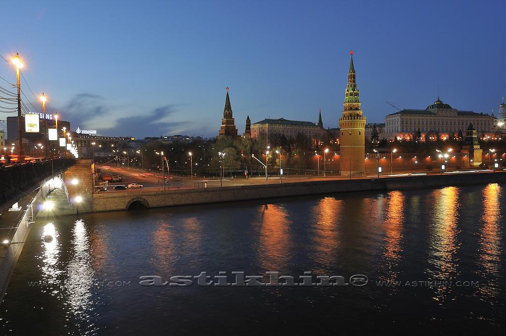 Bolshoy Kamenny Most and Moscow Kremlin at night