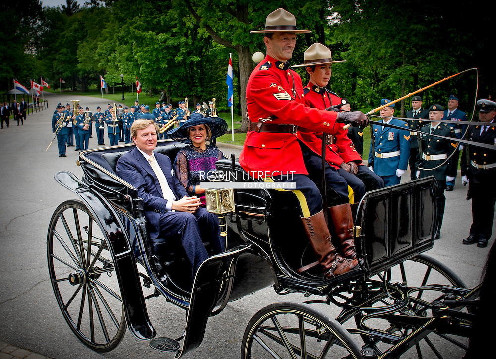 King Willem-Alexander and Queen Maxima of The Netherlands arrive by coach at the Rideau Hall and are welcomed by Governor General Johnston and his wife in Ottawa, Canada, 27 May 2015. The King and Queen of The Netherlands bring an state visit from 27 till 29 may to Canada. COPYRIGHT ROBIN UTRECHT