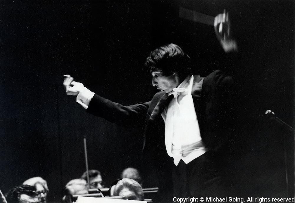 Michael Tilson Thomas December 1972  Guest Conductor LA Philharmonic Messlaen:Turangalila Symphony