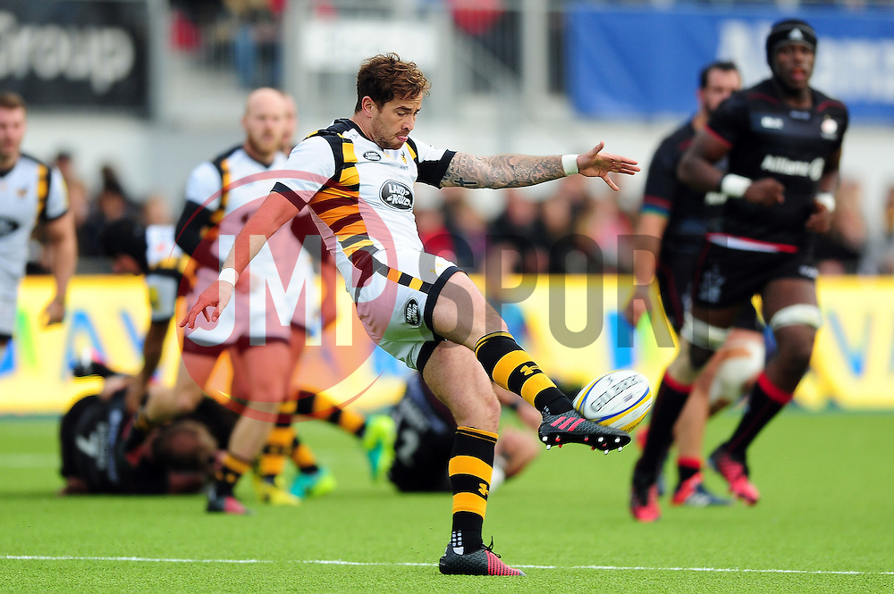 Danny Cipriani of Wasps puts boot to ball - Mandatory byline: Patrick Khachfe/JMP - 07966 386802 - 09/10/2016 - RUGBY UNION - Allianz Park - London, England - Saracens v Wasps - Aviva Premiership.
