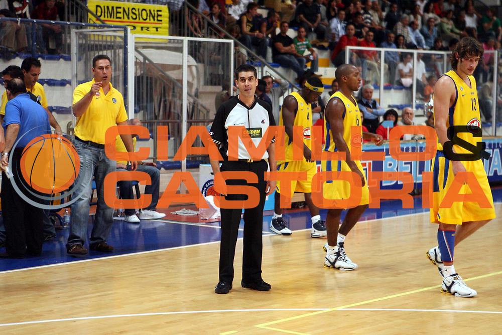 DESCRIZIONE : Roseto Precampionato Lega A1 2006 2007 Trofeo Lido delle Rose Climamio Fortitudo Bologna Maccabi Tel Aviv<br />GIOCATORE : Arbitro Sabetta<br />SQUADRA : <br />EVENTO : Precampionato Lega A1 2006 2007 Trofeo Lido delle Rose Climamio Fortitudo Bologna Maccabi Tel Aviv<br />GARA : Climamio Fortitudo Bologna Maccabi Tel Aviv<br />DATA : 29/09/2006<br />CATEGORIA : Ritratto<br />SPORT : Pallacanestro<br />AUTORE : Agenzia Ciamillo-Castoria/G.Ciamillo