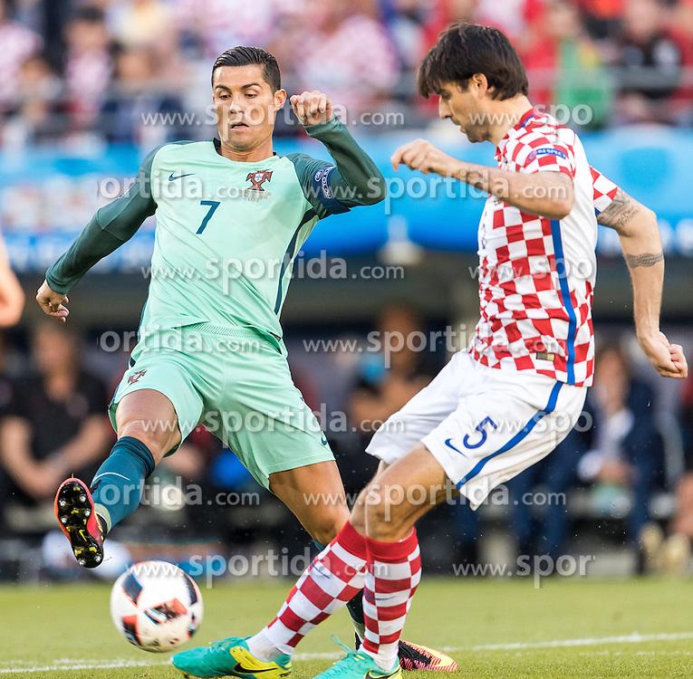 25.06.2016, Stade Bollaert Delelis, Lens, FRA, UEFA Euro 2016, Kroatien vs Portugal, Achtelfinale, im Bild Cristiano Ronaldo (POR), Vedran Corluka (CRO) // Cristiano Ronaldo (POR), Vedran Corluka (CRO) during round of 16 match between Croatia and Portugal of the UEFA EURO 2016 France at the Stade Bollaert Delelis in Lens, France on 2016/06/25. EXPA Pictures © 2016, PhotoCredit: EXPA/ JFK