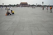 Place Tiananmen, face à la la Cité Interdite. Mai 2009.