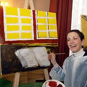 NLD/Amsterdam/20060210 - Bekende Nederlanders schilderen voor de veiling van de stichting Lezen en Schrijven, Lori Spee