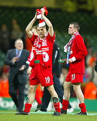 CARDIFF, WALES - Sunday, March 2, 2003: Liverpool's Michael Owen and Jamie Carragher celebrate beating Manchester United 2-0 to win the Football League Cup Final at the Millennium Stadium. (Pic by David Rawcliffe/Propaganda)