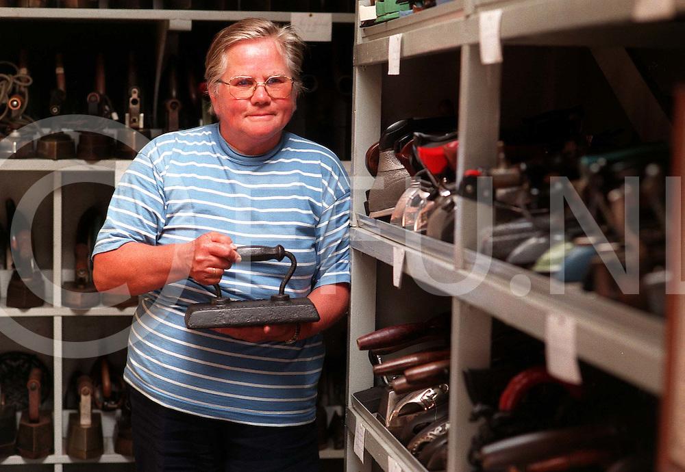 De wijk 11-07-97 strijkijzer verzameling van ..fotoburo uijlenbroek©/henk offenberg