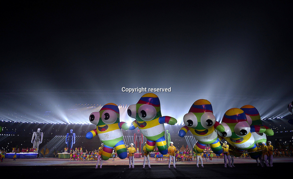 28.08.2014. Nanjing, China.  Artists perform during the closing ceremony of Nanjing 2014 Youth Olympic Games in Nanjing, capital of east Chinas Jiangsu Province, Aug. 28, 2014.