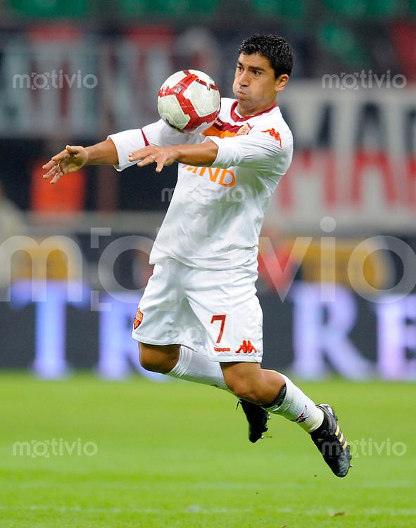 FUSSBALL INTERNATIONAL   SERIE A   SAISON 2009/2010    AC Mailand - AS Rom            18.10.2009 David Marcelo Pizarro (AS Rom)