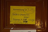 10 NOV 2004, BERLIN/GERMANY:<br /> Hinweisschilder zur Anmeldung Hartz IV, Arbeitslosengeld II, Bezirksamt Neukoelln von Berlin, Rathaus Neukoelln<br /> IMAGE: 20041110-01-034<br /> KEYWORDS: Sozialamt, Notdienst, geschlossen