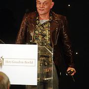 NLD/Bussum/20051212 - Uitreiking Gouden Beelden 2005, beeld voor beste acteur aan Bert Luppes