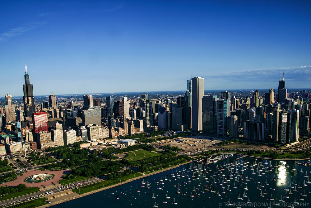 Chicago Skyline featuring Buckingham Fountain & Monroe Harbor