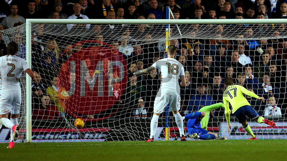 Sam Winnall of Derby County scores a goal to make it 1-1 - Mandatory by-line: Robbie Stephenson/JMP - 31/10/2017 - FOOTBALL - Elland Road - Leeds, England - Leeds United v Derby County - Sky Bet Championship