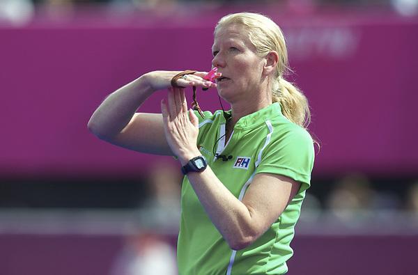 LONDON - Olympische Spelen 2012.women match.Australia v United States.foto: umpire Stella Bartlema..FFU PRESS AGENCY COPYRIGHT FRANK UIJLENBROEK.