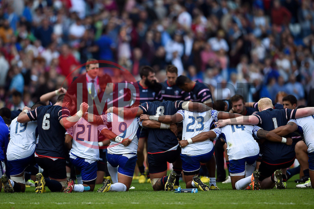 The Samoa and USA teams huddle together after the match - Mandatory byline: Patrick Khachfe/JMP - 07966 386802 - 20/09/2015 - RUGBY UNION - Brighton Community Stadium - Brighton, England - Samoa v USA - Rugby World Cup 2015 Pool B.