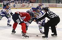 Ishockey , Get-Ligaen<br /> 13.11.14<br /> Kristins Hall<br /> Lillehammer  v  Sparta 2-1<br /> Foto : Dagfinn Limoseth , Digitalsport<br /> John Armstrong , Lillehammer og  Niklas Roest , Sparta