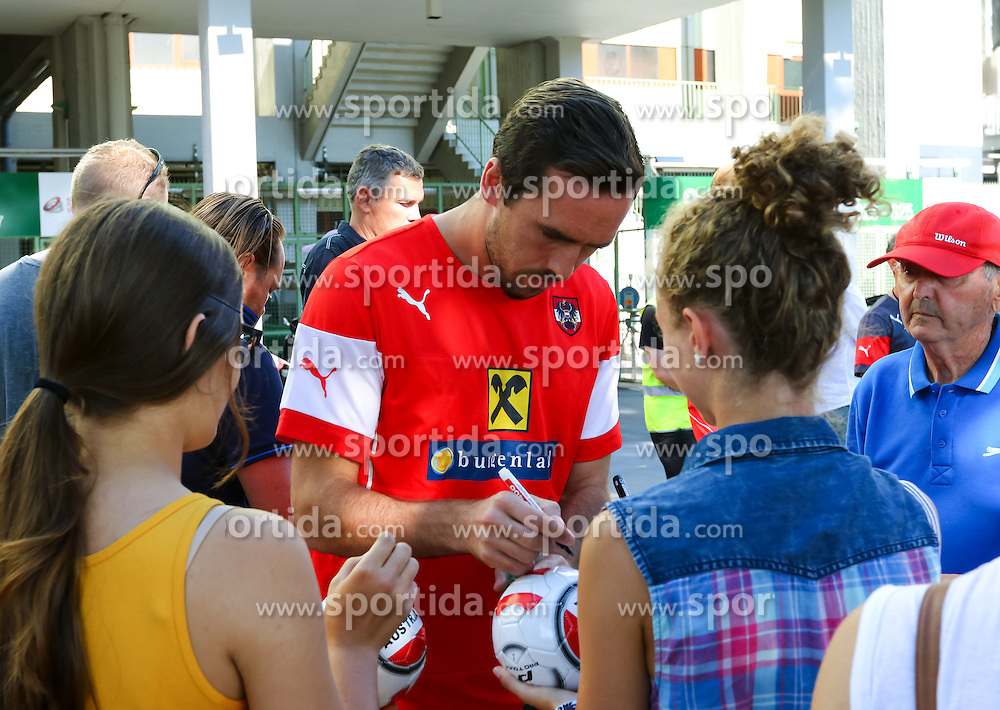01.09.2015, Ernst Happel Stadion, Wien, AUT, UEFA Euro 2016 Qualifikation, Österreich vs Moldawien, Gruppe G, Training Österreich, im Bild Christian Fuchs (AUT) mit Fans// during a training session of Team Austria (AUT) in front of the UEFA European Championship Qualifier Match between Austria (AUT) and Moldova (MDA) at the Ernst Happel Stadion, Vienna, Austria on 2015/09/01. EXPA Pictures © 2015, PhotoCredit: EXPA/ Sebastian Pucher
