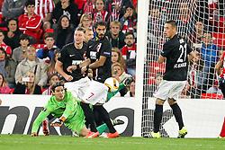 17.09.2015, Estadio San Mames, Bilbao, ESP, UEFA EL, Athletic Club vs FC Augsburg, Gruppe L, im Bild l-r: Ragnar Klavan #5 (FC Augsburg), Jan-Ingwer Callsen-Bracker #18 (FC Augsburg), Halil Altintop #7 (FC Augsburg) Torwartaktion von Marwin Hitz #35 (FC Augsburg), Dominik Kohr #21 (FC Augsburg) und Xabier Etxeita #16 (Athletic Bilbao) // during UEFA Europa League group L match between Athletic Club Bilbao and FC Augsburg at the Estadio San Mames in Bilbao, Spain on 2015/09/17. EXPA Pictures © 2015, PhotoCredit: EXPA/ Eibner-Pressefoto/ Kolbert<br /> <br /> *****ATTENTION - OUT of GER*****