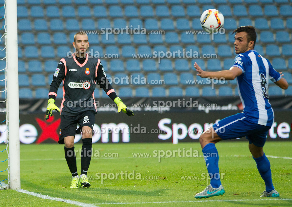 22.07.2015, Grenzland Stadion, Kufstein, AUT, Testspiel, 1. FC Köln vs RCD Espanyol Barcelona, im Bild v.l. Pau Lopez (Espanyol Barcelona), Joan Jordan (Espanyol Barcelona) // during the International Friendly Football Match between 1. FC Cologne and RCD Espanyol Barcelona at the Grenzland Stadion in Kufstein, Austria on 2015/07/22. EXPA Pictures © 2015, PhotoCredit: EXPA/ Johann Groder