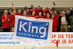 21-04-2012 VOLLEYBAL: B- LEAGUE DAMES VCN KING SOFTWARE - KINDERCENTRUM ALTERNO 2: CAPELLE AAN DEN IJSSEL <br /> VCN King Software Dames 1 is kampioen van de B-League Dames 2011-2012<br /> ©2012-FotoHoogendoorn.nl / Pim Waslander