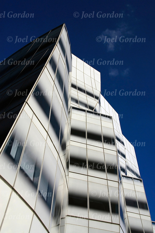 The IAC headquarters was designed by world-renowned architect Frank Gehry. Gehry's first office building in New York City swooping curves of white glass