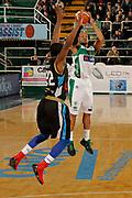 DESCRIZIONE : Avellino Lega A 2014-15 Sidigas Avellino Upea Capo d'Orlando<br /> GIOCATORE : Sundiata Gaines<br /> CATEGORIA : tiro tre punti<br /> SQUADRA : Sidigas Avellino<br /> EVENTO : Campionato Lega A 2014-2015<br /> GARA : Sidigas Avellino Upea Capo d'Orlando<br /> DATA : 01/03/2015<br /> SPORT : Pallacanestro <br /> AUTORE : Agenzia Ciamillo-Castoria/A. De Lise<br /> Galleria : Lega Basket A 2014-2015 <br /> Fotonotizia : Avellino Lega A 2014-15 Sidigas Avellino Upea Capo d'Orlando