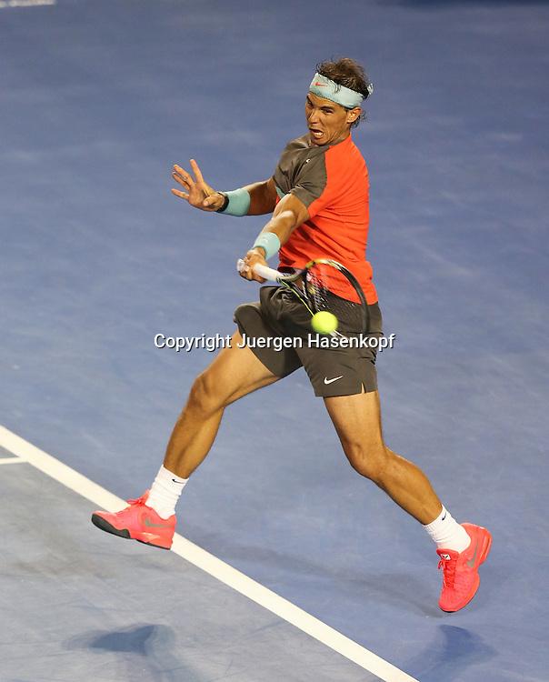 Australian Open 2014, Melbourne Park,ITF Grand Slam Tennis Tournament,<br /> Rafael Nadal (ESP),Aktion,Einzelbild,Ganzkoerper,<br /> Hochformat,von oben,