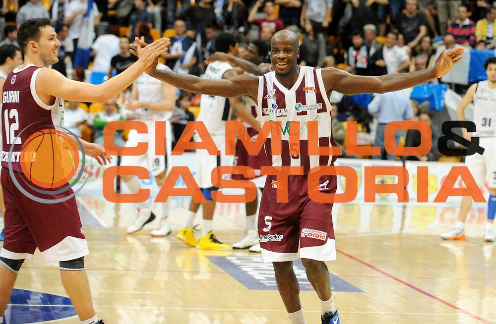 DESCRIZIONE : Bologna LegaDue  2012-13 BiancoBlu' Bologna FMC Ferentino<br /> GIOCATORE : Giacomo Gurini e Delroy James<br /> SQUADRA : FMC Ferentino<br /> EVENTO : Campionato LegaDue  2012-2013<br /> GARA :  BiancoBlu' Bologna FMC Ferentino<br /> DATA : 05/05/2013<br /> CATEGORIA : Esultanza<br /> SPORT : Pallacanestro<br /> AUTORE : Agenzia Ciamillo-Castoria/A.Giberti<br /> Galleria : LegaDue Basket 2012-2013<br /> Fotonotizia : Bologna LegaDue  2012-13 BiancoBlu' Bologna FMC Ferentino<br /> Predefinita :