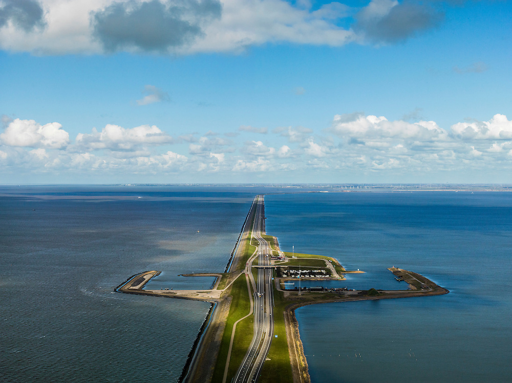 Nederland, Friesland, Gemeente Wonseradeel, 16-04-2012; Afsluitdijk ter hoogte van Breezanddijk, het voormalig werkeiland Breezand.. Gezien naar de Friese kust met IJsselmeer (rechts) en Waddenzee (links)..Enclosure Dam at the height of Breezanddijk, former 'work island' Breezand, seen in the direction of the Frisian coast, IJsselmeer lake (right), the Wadden Sea (left)..luchtfoto (toeslag), aerial photo (additional fee required).foto/photo Siebe Swart