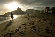Rio De Janeiro, 03/11/06..Fotos da apresentacao do grupo de teatro armatrux junto da banda pato fu na tenda gilberto gil em realengo...FOTO: Marcus Desimoni / Agencia Nitro