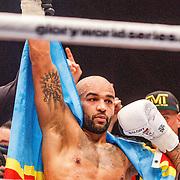 NLD/Amsterdam/20151204 - Freefightgala Glory26, Perviz Abdullayev (witte handschoenen) tegen Aziz Kallah