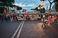 Roma, 19 Maggio 2014<br /> Manifestazione dei Movimenti per il diritto all'abitare contro l'austerity e contro le politiche abitative del governo Renzi.<br /> Roma, Italy. 19th May 2014 -- Demostration the movements for housing rights against the housing plans by the Renzi Government and Article 5 of the text that provides the closing for the of water and electric to occupied homes and against austerity.