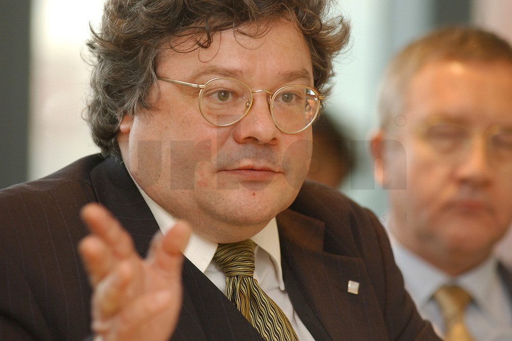 01 NOV 2002, BERLIN/GERMANY:<br /> Reinhard Buetikofer, B90/Gruene Bundesgeschaeftsfuehrer, Workshop Strategien und Praxis in Wahlkampagnen, Sony Center<br /> IMAGE: 20021101-01-114<br /> KEYWORDS: Reinhard B&uuml;tikofer