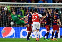 Marc-Andre ter Stegen of Barcelona makes a save from Alexis Sanchez' free kick - Mandatory byline: Matt McNulty/JMP - 16/03/2016 - FOOTBALL - Nou Camp - Barcelona,  - FC Barcelona v Arsenal - Champions League - Round of 16