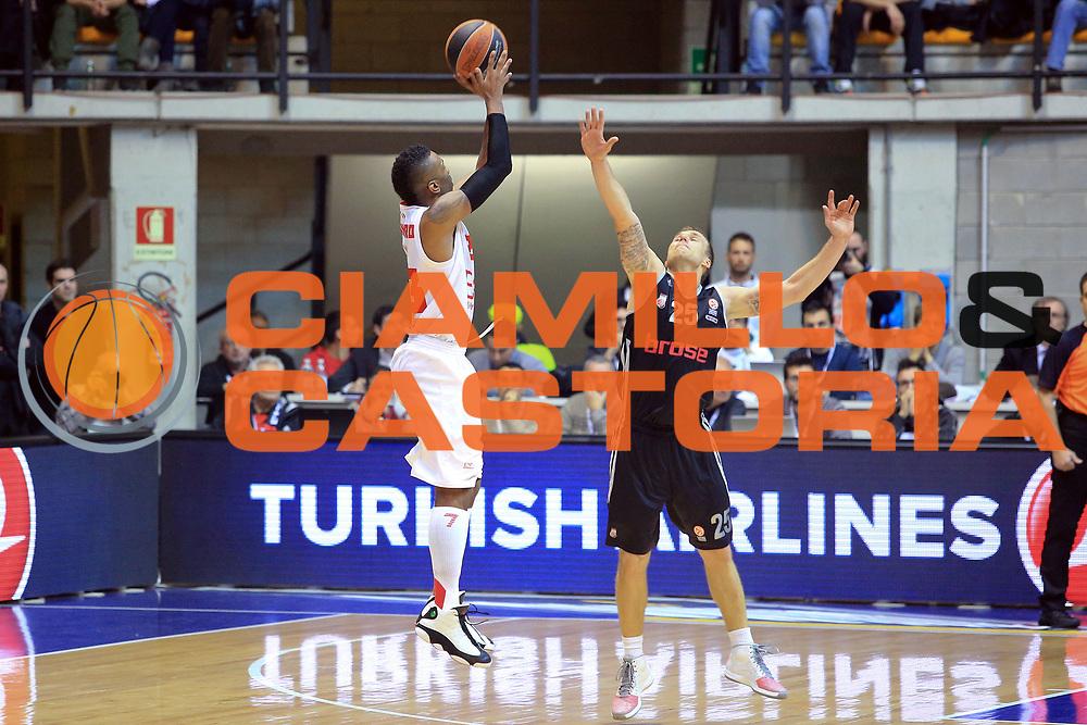 DESCRIZIONE : Paladesio Eurolega 2013-14 EA7 Emporio Armani Milano-Brose Baskets Bamberg<br /> GIOCATORE : Langford Keith<br /> SQUADRA :  EA7 Emporio Armani Milano <br /> CATEGORIA : Tre punti<br /> EVENTO : Eurolega 2013-2014<br /> GARA :  EA7 Emporio Armani Milano-Brose Baskets Bamberg<br /> DATA : 13/12/2013<br /> SPORT : Pallacanestro<br /> AUTORE : Agenzia Ciamillo-Castoria/I.Mancini<br /> Galleria : Eurolega 2013-2014<br /> Fotonotizia : Milano Eurolega Eurolegue 2013-14  EA7 Emporio Armani Milano Brose Baskets Bamberg<br /> Predefinita :