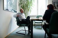 15 APR 2008, MUENCHEN/GERMANY:<br /> Franz Maget, Vorsitzender SPD Landtagsfraktion Bayern, im Gespraech,  in seinem Buero, Bayerischer Landtag<br /> IMAGE: 20080415-01-111<br /> KEYWORDS: Büro, Gespräch