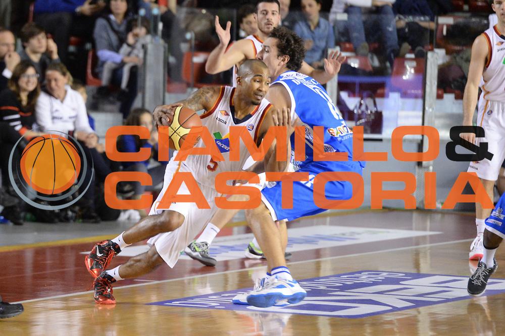 DESCRIZIONE : Campionato 2013/14 Acea Virtus Roma - Dinamo Banco di Sardegna Sassari<br /> GIOCATORE : Phil Goss<br /> CATEGORIA : Palleggio Penetrazione<br /> SQUADRA : Acea Virtus Roma<br /> EVENTO : LegaBasket Serie A Beko 2013/2014<br /> GARA : Acea Virtus Roma - Dinamo Banco di Sardegna Sassari<br /> DATA : 26/12/2013<br /> SPORT : Pallacanestro <br /> AUTORE : Agenzia Ciamillo-Castoria / GiulioCiamillo<br /> Galleria : LegaBasket Serie A Beko 2013/2014<br /> Fotonotizia : Campionato 2013/14 Acea Virtus Roma - Dinamo Banco di Sardegna Sassari<br /> Predefinita :