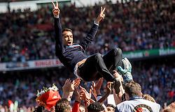 14-05-2017 NED: Kampioenswedstrijd Feyenoord - Heracles Almelo, Rotterdam<br /> In een uitverkochte Kuip speelt Feyenoord om het landskampioenschap / Spelers van Feyenoord vieren het kampioenschap. Coach Giovanni van Bronckhorst