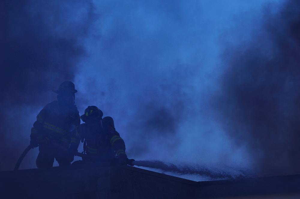 22/03/09 -  Firefighters battle a fire in Edmonton, Alberta.  Photo by Daniel Hayduk