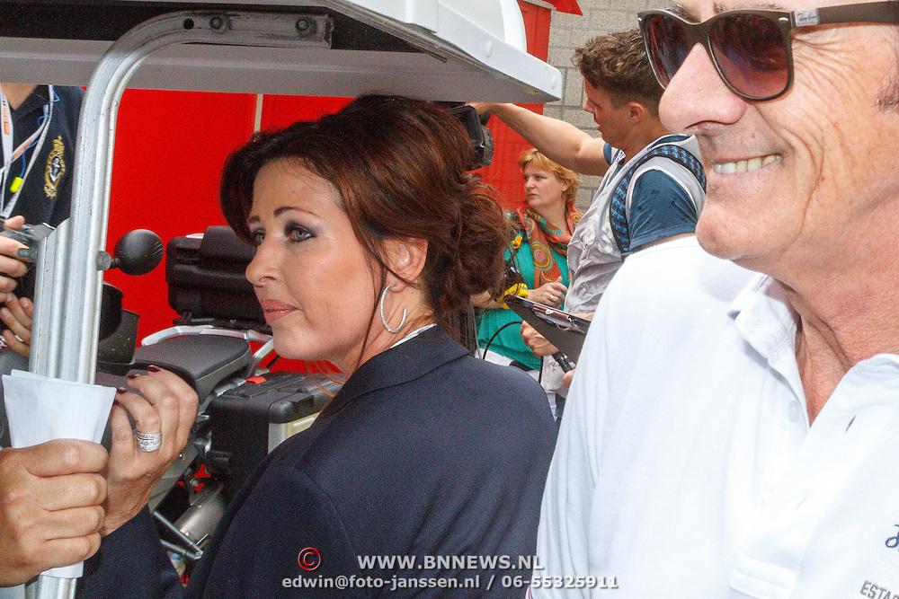 NLD/Zandvoort/20150628 - F1 demo Max Verstappen in de Toro Rosso, Sophie Kumpen en Arie Luyendyk