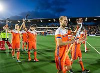 AMSTELVEEN -  Billy Bakker (Ned) met Seve van Ass (Ned) en links Jip Janssen (Ned) en Glenn Schuurman (Ned) na de tweede  Olympische kwalificatiewedstrijd hockey mannen ,  Nederland-Pakistan (6-1). Oranje plaatst zich voor de Olympische Spelen 2020.  KNHB KOEN SUYK