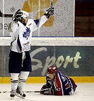 Ishockey<br /> GET-Ligaen<br /> 16.10.08<br /> Jordal Amfi<br /> Vålerenga VIF - Furuset<br /> Marius Mathisrud jubler for scoring - Alexander Bonsaksen fortviler<br /> Foto - Kasper Wikestad