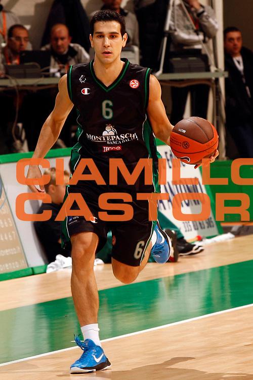DESCRIZIONE : Siena Eurolega 2010-11 Montepaschi Siena Cibona Zagabria<br /> GIOCATORE : Nikos Zisis<br /> SQUADRA : Montepaschi Siena <br /> EVENTO : Eurolega 2010-2011<br /> GARA :  Montepaschi Siena Cibona Zagabria<br /> DATA : 03/11/2010<br /> CATEGORIA : palleggio<br /> SPORT : Pallacanestro <br /> AUTORE : Agenzia Ciamillo-Castoria/P.Lazzeroni<br /> Galleria : Eurolega 2010-2011<br /> Fotonotizia : Siena Eurolega Euroleague 2010-11 Montepaschi Siena Cibona Zagabria<br /> Predefinita :