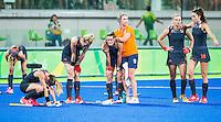 RIO DE JANEIRO -  Teleurstelling bij Oranje  na de finale tussen de dames van Nederland en  Groot-Brittannie (3-3) in het Olympic Hockey Center tijdens de Olympische Spelen in Rio.  GB wint na shoot outs .COPYRIGHT KOEN SUYK