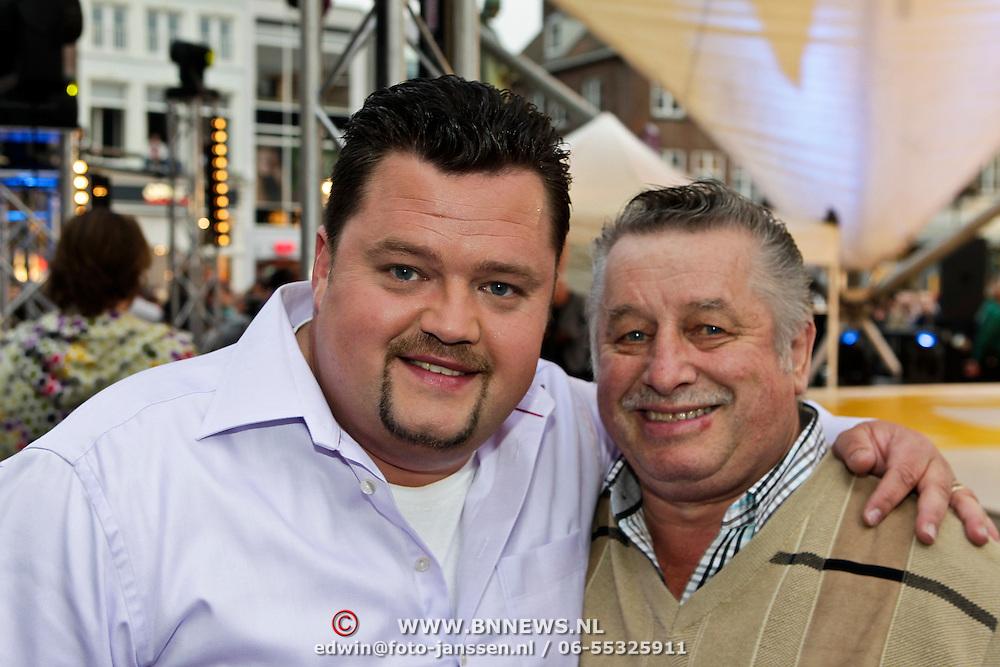 NLD/Den Bosch/20100601 - Opname TROS Muziekfeest op het Plein 2010, Frans Duijts met zijn vader