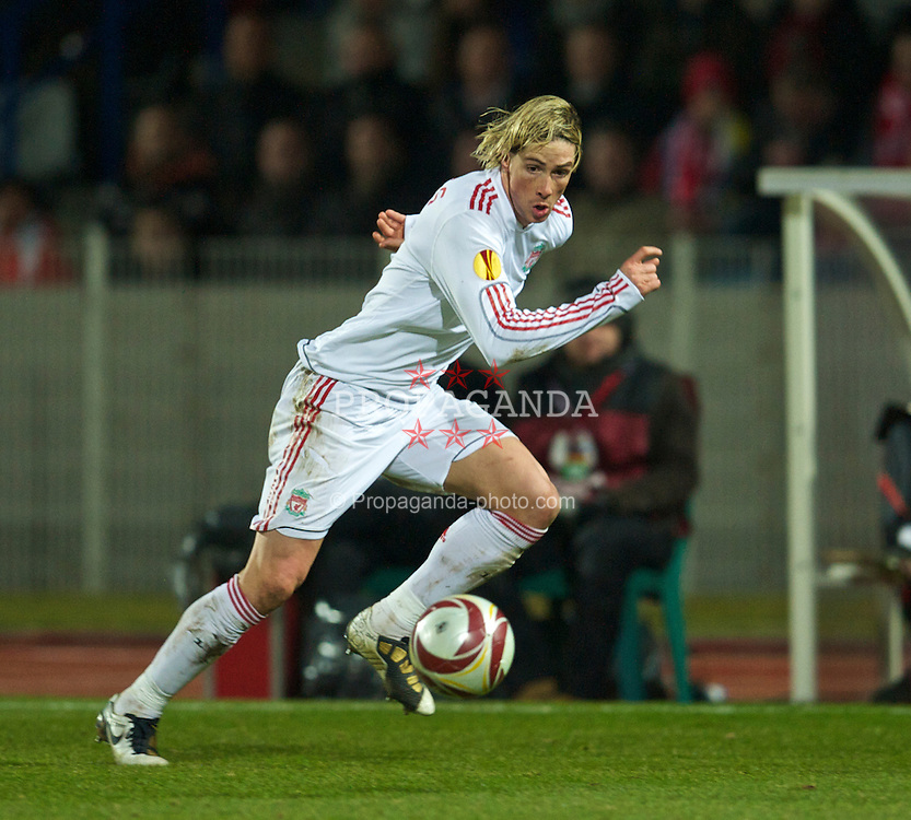 LILLE, FRANCE - Thursday, March 11, 2010: Liverpool's Fernando Torres during the UEFA Europa League Round of 16 1st Leg match against LOSC Lille Metropole at the Stadium Lille-Metropole. (Photo by David Rawcliffe/Propaganda)
