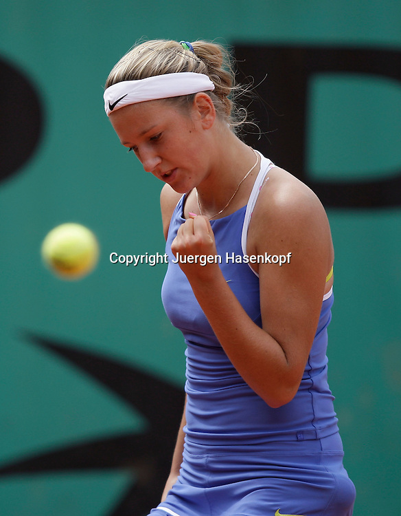 French Open 2009, Roland Garros, Paris, Frankreich,Sport, Tennis, ITF Grand Slam Tournament, <br /> Victoria Azarenka (BLR) macht die Faust und jubelt,Emotion.<br /> <br /> Foto: Juergen Hasenkopf