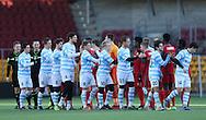 FODBOLD: Spillerne hilser på hinanden før træningskampen mellem FC Nordsjælland og FC Helsingør den 20. januar 2017 i Farum Park. Foto: Claus Birch